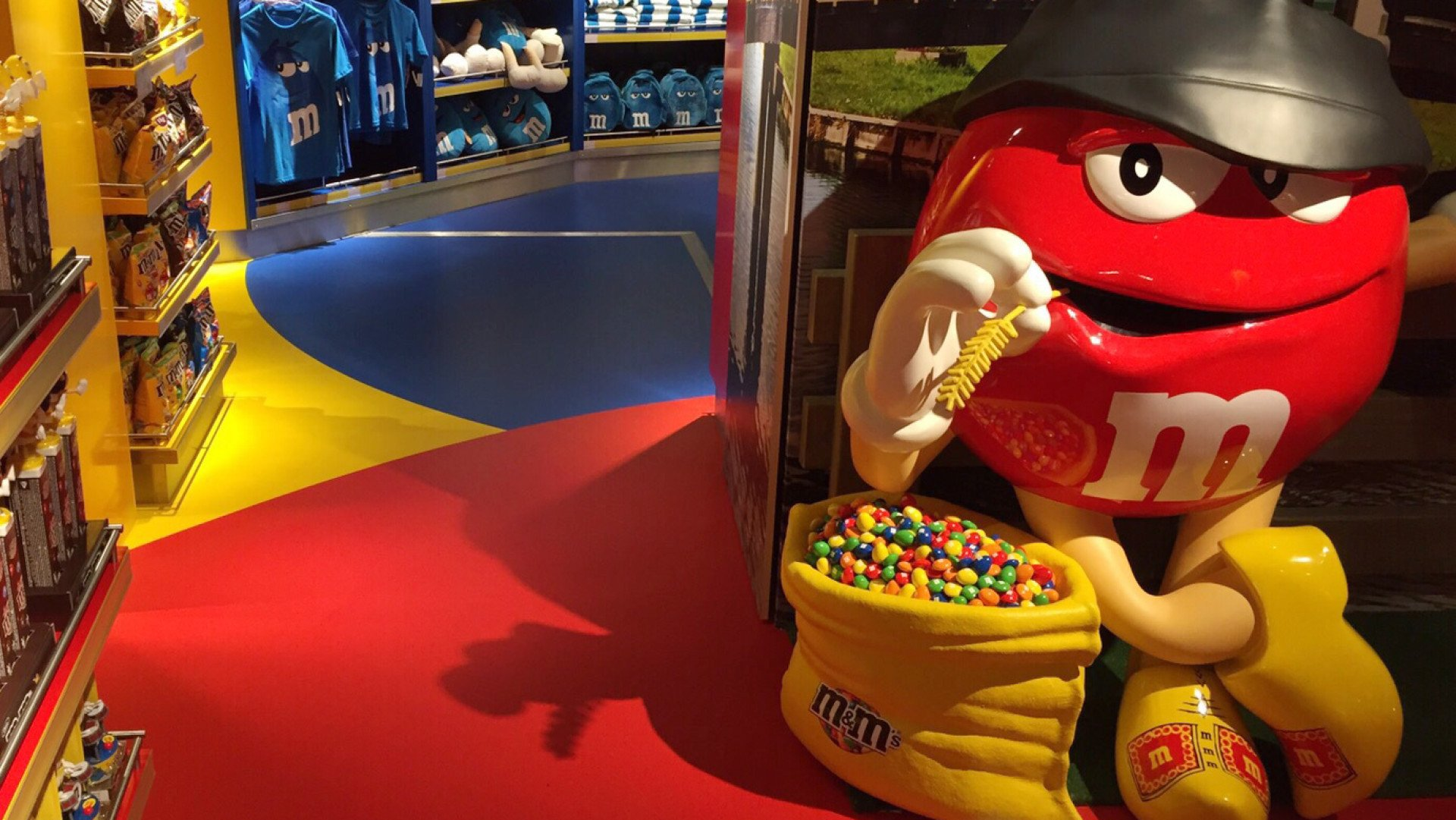 M&M shop Lounge 2 Schiphol Bolidtop Sensation