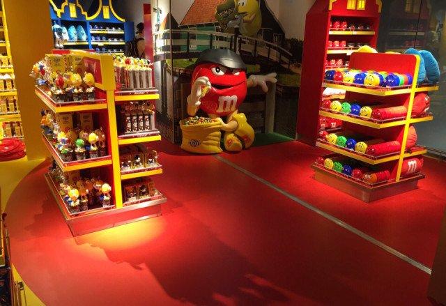M&M shop Schiphol Lounge 2 Amsterdam Bolidtop Sensation